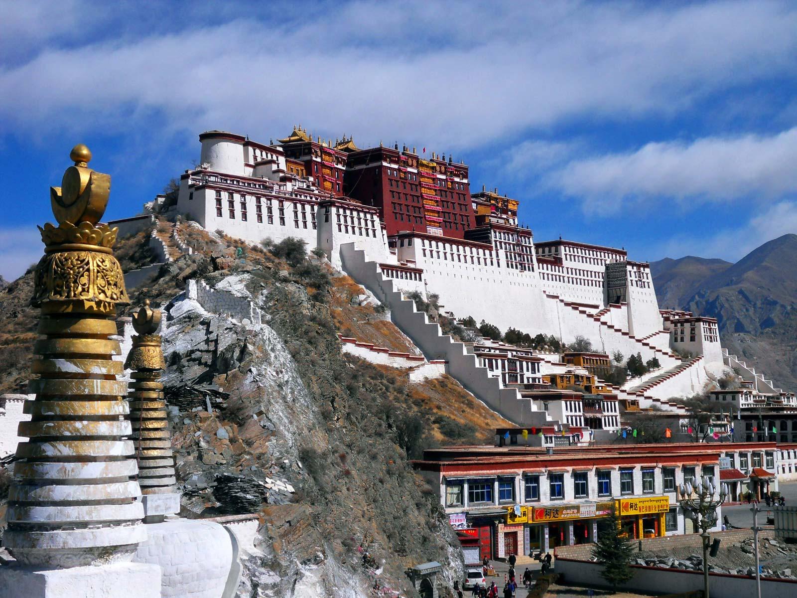 Potala-Palace-Lhasa-China-Tibet-Autonomous-Region