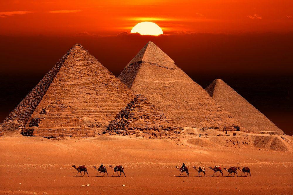 Pyramids-at-Giza-Sun